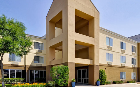 Fairfield Inn and Suites Dallas Market Center building